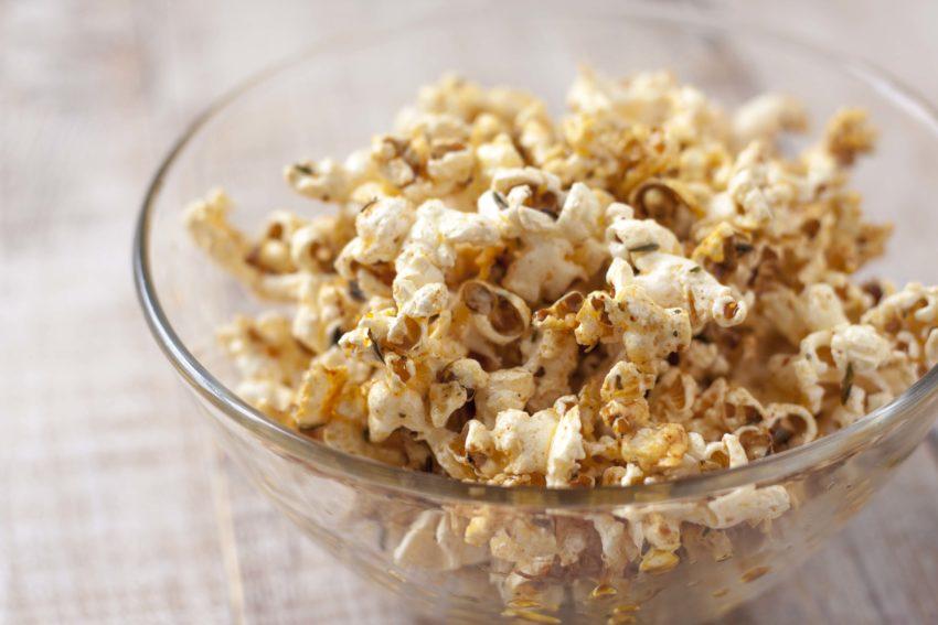 Popcorn met pittige kruiden