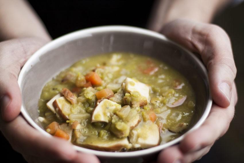 Spliterwten soep met gerookte kipfilet
