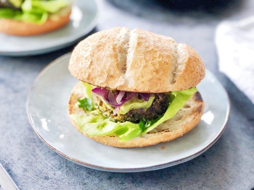 Vegan burgers van linzen met harissa/avocadomayo, Made by Ellen