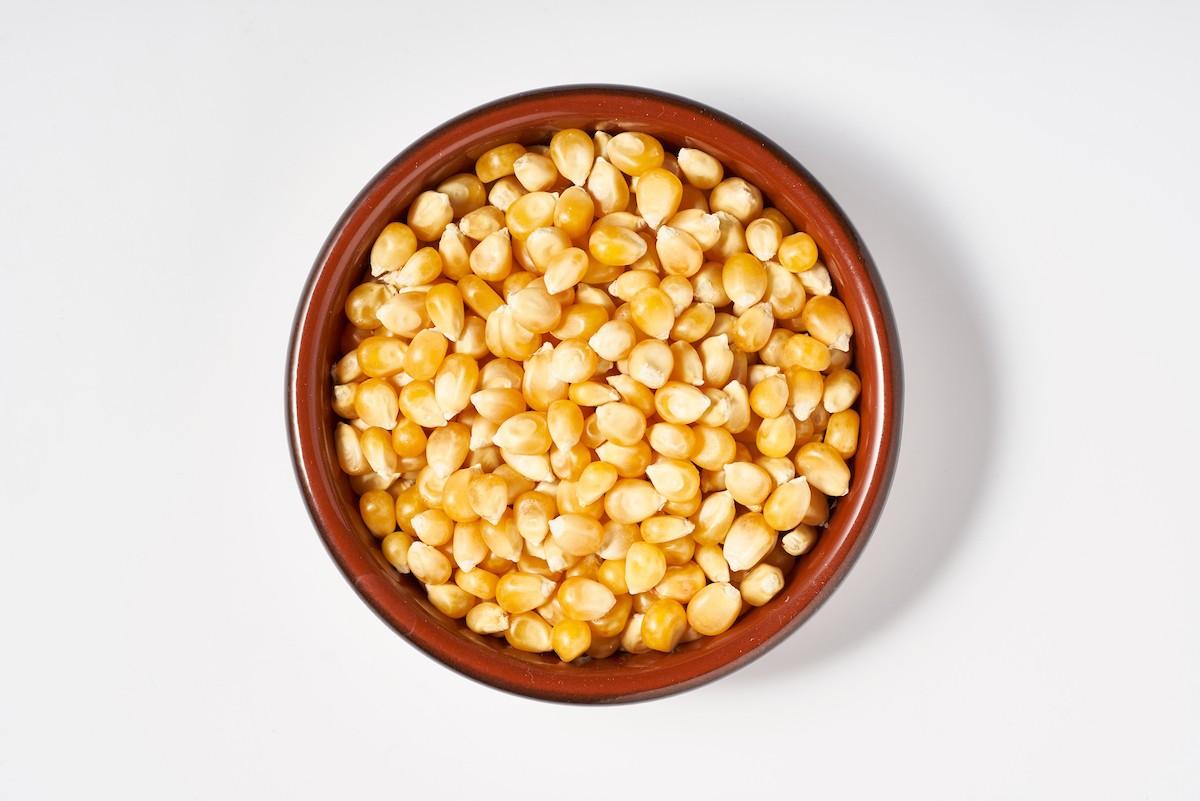Wat is popmaïs en hoe maak je popcorn van maïs?