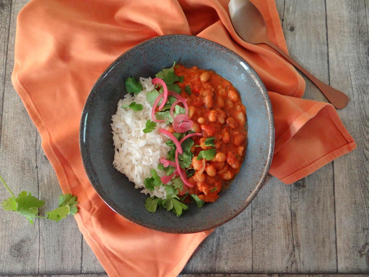 Bruine bonen curry met rijst
