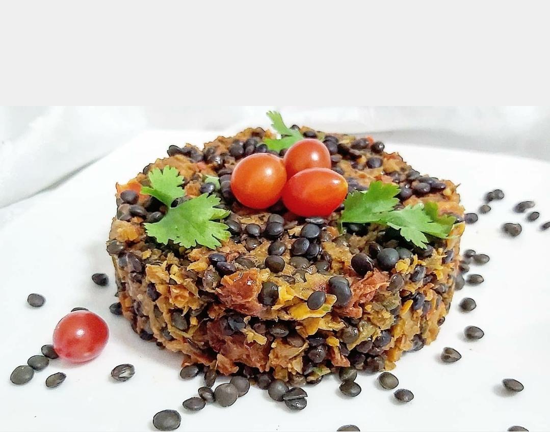 linzen met groenten en zongedroogde tomaat