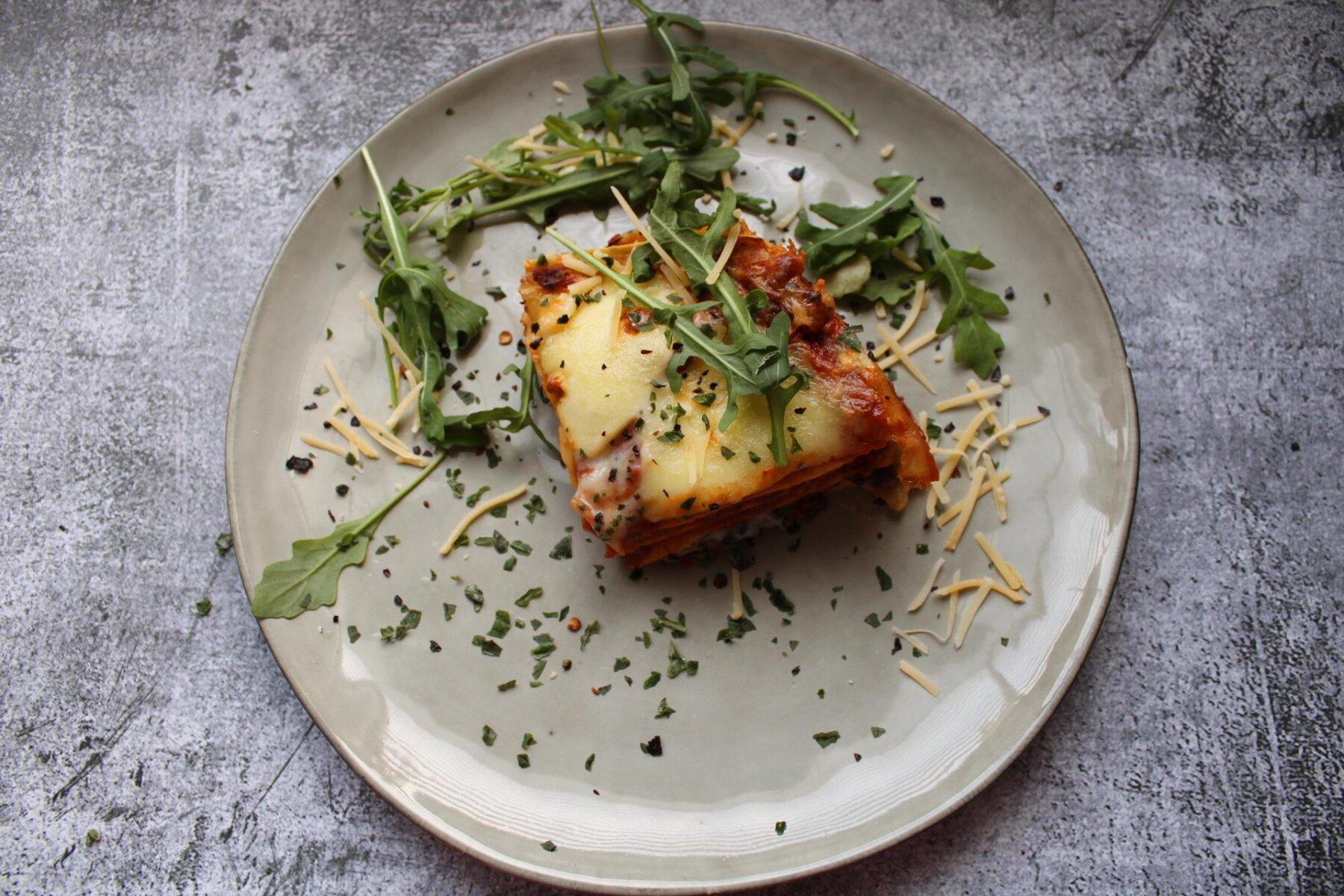 lasagne met zwarte linzen
