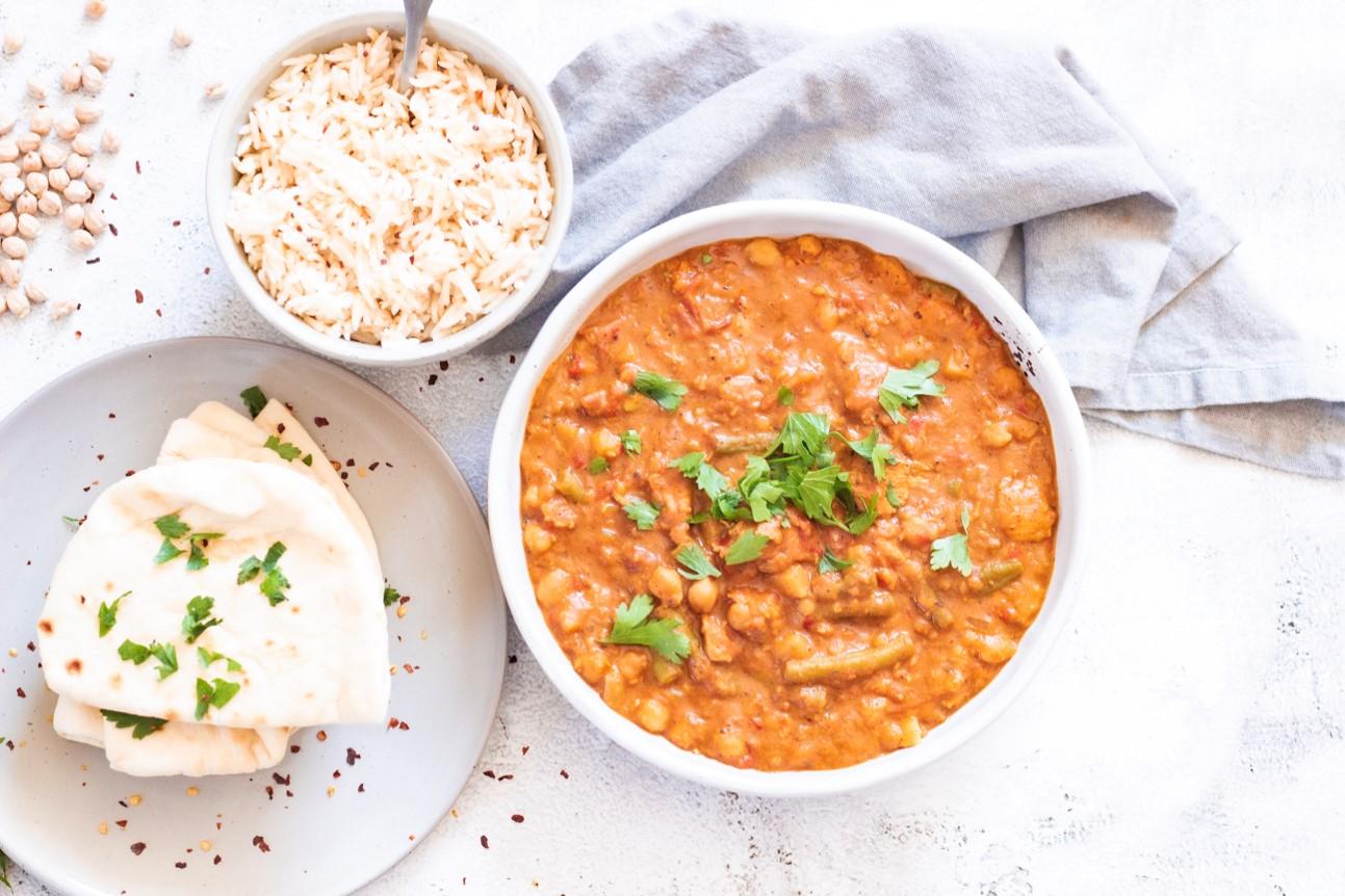 Curry met kikkererwten, linzen en sperziebonen