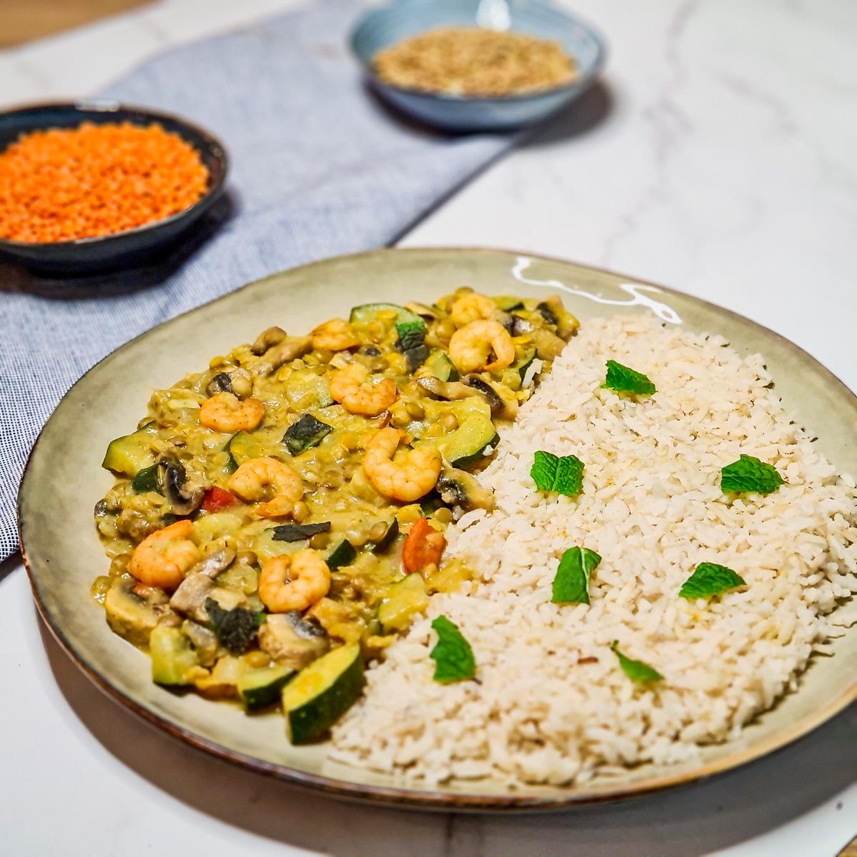 Groene curry met linzen en garnalen